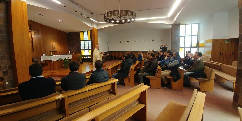 Encuentro Generacional 89-98. En la capilla - 2